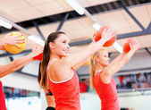 Group of people working out with stability balls — Stockfoto
