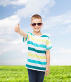 Smiling cute little boy in sunglasses — Stock Photo
