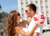Smiling couple in city — Stock Photo
