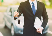 Man with car key outside — Stock Photo