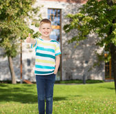 Smiling little boy showing thumbs up — Stock Photo