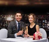 Couple with glasses of champagne at restaurant — ストック写真