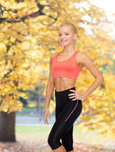 Beautiful athletic woman in sportswear — ストック写真