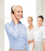 Vänlig kvinnlig hjälptelefon operatör — Stockfoto