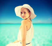 Beautiful woman enjoying summer outdoors — Stock Photo