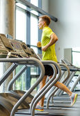 Smiling man exercising on treadmill in gym — Foto de Stock