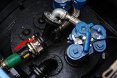 Tuyaux et pompe dans la chambre de réservoir — Photo