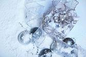 雪和圣诞装饰 — 图库照片