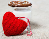 Milk, cookie and a red heart — Stock Photo
