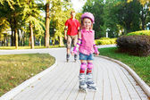 Preschool beginner in roller skates — Stockfoto