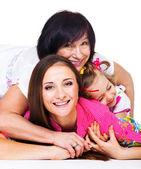 Mladá žena, její matka a dcera — Stock fotografie