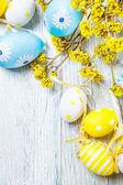 Decoración de coloridos huevos de pascua — Foto de Stock