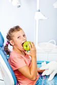 Healthy kid eating an apple — Stock Photo