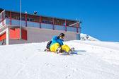 Toeristische op snowboard — Stockfoto