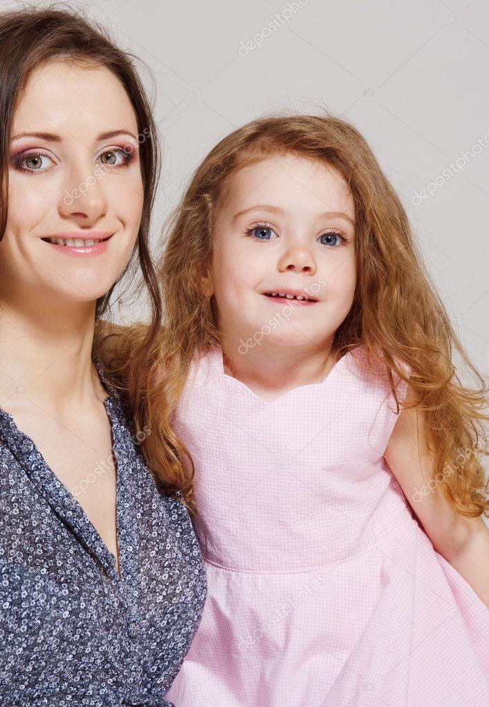 妈妈和小女孩
