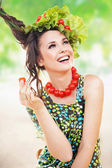 Brunette beauty posing with a tomato — Stok fotoğraf