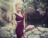 Blonde schönheit in den tropen — Stockfoto