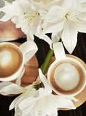 Cups of coffee with flowers — Stock Photo