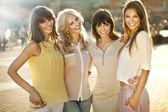 Un grupo de mujer sonriendo — Foto de Stock