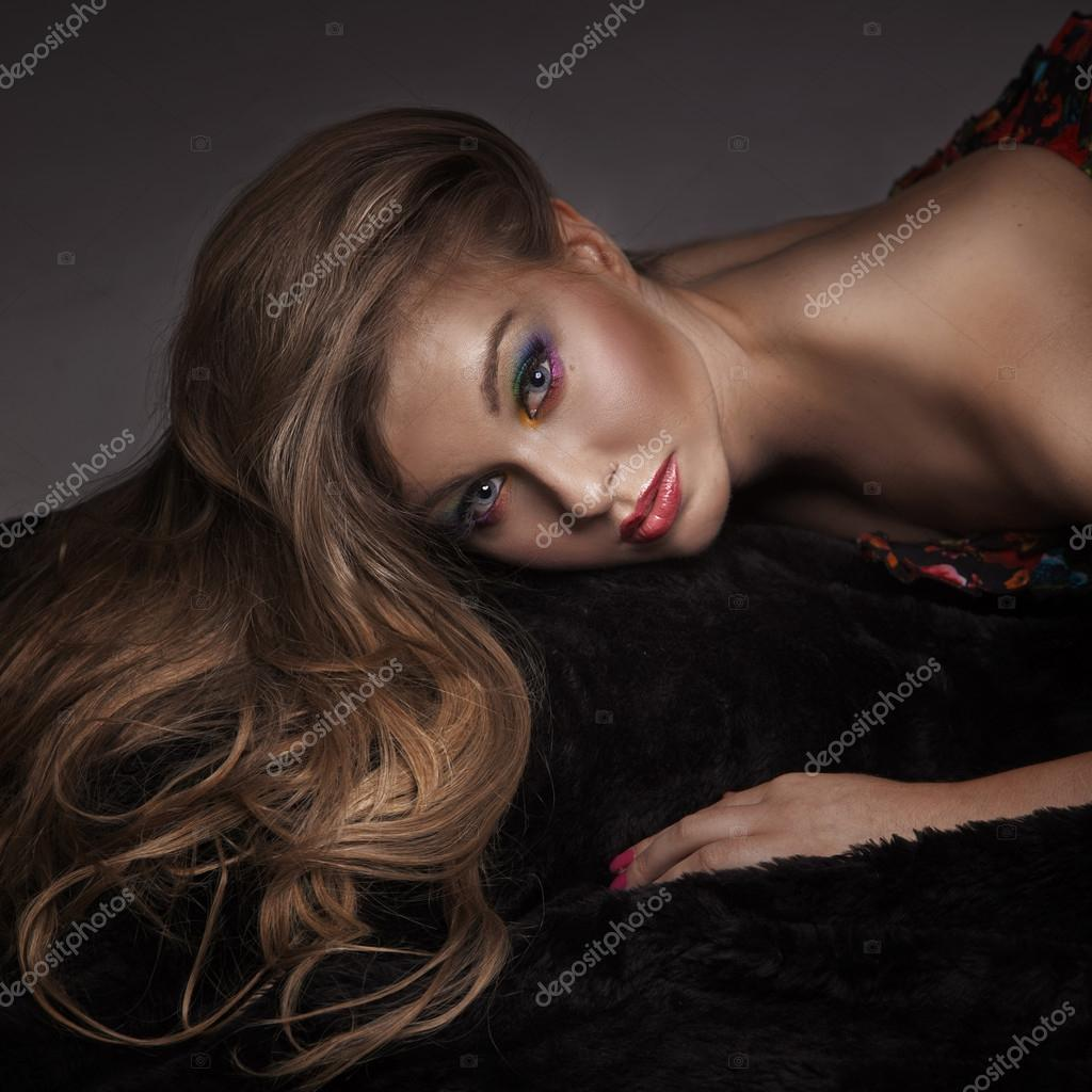 Portrait of a beauty lady — Stock Photo #13883327
