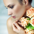 Young lady keeping roses — Stockfoto