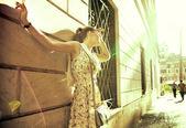晒日光浴的美女 — 图库照片