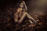 Naked pretty princess among leaves — Stock Photo