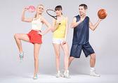 Adolescentes praticando alguns esportes durante a primavera — Foto Stock