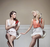 Two distinguished girlfriends during preparing to the party — Stockfoto