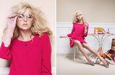 Nęcący blond dama w miłym pozie — Zdjęcie stockowe