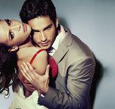 Chico guapo con su bella dama — Foto de Stock