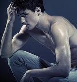 Handsome young guy with muscular body — Stock Photo