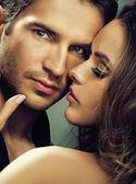 Mujer fabulosa con su hombre serio — Foto de Stock