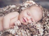 Portret van schattige lachende baby — Stockfoto