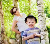 Smiling kid and his mom in the background — Stock Photo