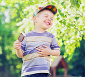 Contented small boy eating an ice cream — Stock Photo
