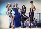 Módní obrázek čtyři atraktivní modelky — Stock fotografie