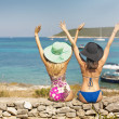 Two sexy women enjoying their holidays — Foto Stock