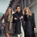 Elegant gentleman with two girls — Stock Photo