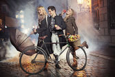 Three friends, apples and bicycle — Stock Photo