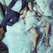 Foto Stock: Tired wedding couple after wedding reception