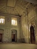 Ancient hallway in antique building — Stock Photo