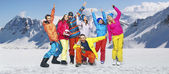 Lachende snowboarders in grappige poses — Stockfoto