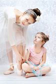 Two sisters practising ballet dance — Stock Photo