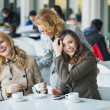 Group of laughing young women — Stockfoto