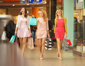 Three self-cofident friends on the shopping — Stock Photo
