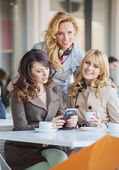 Three fabulous women drinking coffee — Stock Photo