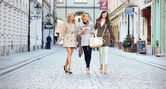 Ladies walking in the downtown — Stock Photo