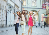 Cheerful young women during the walk — Foto de Stock