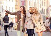 Three pretty women in the crowd — Stock Photo